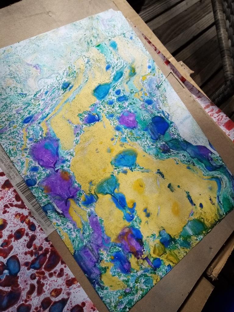 Marbré jaune, bleu, violet